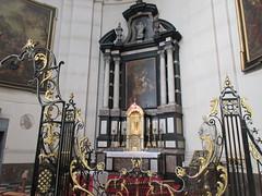 Chapel altar, Cathédrale Saint-Aubain, Namur, Belgium (Paul McClure DC) Tags: namur namen belgium belgique wallonia wallonie ardennes feb2018 cathedral historic architecture