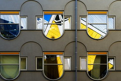 Cube reflections (Maerten Prins) Tags: nederland netherlands rotterdam kubus woningen kubuswoningen cube houses cubehouses blaak pietblom yellow lines edges abstract shadow window geometry geometric symmetry symmetrical windows glass reflection reflections architecture wall building