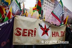 Demonstration: Der Wunsch nach Freiheit lässt sich nicht verbieten! – 01.12.2018 – Berlin - IMG_9987 (PM Cheung) Tags: 25jahrepkkverbot ypg kurden polizei polizeigesetze berlin derwunschnachfreiheitlässtsichnichtverbieten derwunschnachfreiheitlässtsichnichtverbietengemeinsamgegenpolizeigesetze pkkverbotundnationalismus bundesweitedemonstration interventionistischelinke kurdistan rojava türkei 01122018 demonstration demo pag polizeiaufgabengesetz kurdendemonstration pmcheung protest repression überwachung bundesinnenministerhorstseehofer kundgebung 2018 protestfotografie pomengcheung mengcheungpo auftaktkundgebung wwwpmcheungcom aufhebungpkkverbot afd facebookcompmcheungphotography polizeistaat arbeiterparteikurdistans protestveranstaltung rotehilfeev partiyakarkerênkurdistanê ernk bundesinnenministerrudolfseiters auseinandersetzungen rangeleien diepkkgehörtzudeutschland serihilde