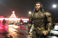 1445-349 Outside the Theatre on Prime Night (misterperturbed) Tags: mezco mezcoone12collective aquaman one12 one12collective arthurcurry jasonmamoa justiceleague dccomics mrmind