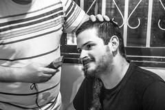 (Cindy en Israel) Tags: retrato robado cándida candid blackandwhite blancoynegro monocromo monochrome barba máquina afeitado rayas manos rostro cara face pelos textura
