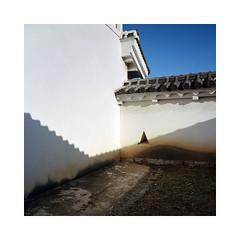 (roberto_saba) Tags: medium format 6x6 120 mamiya 6 50mm f4 ブローニー fujicolor fujifilm fuji japan 姫路城 himejijō himeji castle 400h