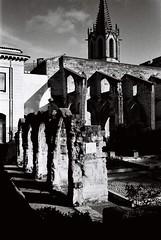 In Avignon (Eric Jan Zen) Tags: avignon trix yashica ruins