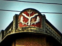 Varanasi 255 - UP fish (juggadery) Tags: 2015 india varanasi benares banaras kashi cityoflight urban architecture building puccahouse ornament decoration
