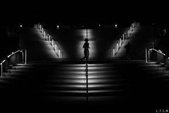 San Diego 17 (night runners) (LTL78) Tags: runner corredor usa sandiego night noche conventioncenter fujifilm x100t stairs escalones