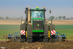 JOHN DEERE 9620 Four-wheel Drive Tractor (martin_king.photo) Tags: seeding wheat autumnwork autumnwork2018 autumn powerfull martin king photo machines strong agricultural greatday great czechrepublic welovefarming agriculturalmachinery farm workday working modernagriculture landwirtschaft martinkingphoto machine machinery field huge big sky agriculture tschechische republik power dynastyphotography lukaskralphotocz day fans work place blue green compact planting seed tree trees landscape new caseih tractor clouds works caseihmagnum case red tyres goldenhour colours nice awesome johndeere köckerling johndeere9620 köckerlingvario cultivator smoke rawpower raw vintage old oldbutstrong duals dualwheels