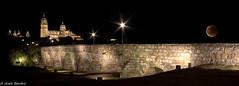 Catedral y Puente Romano (jesussanchez95) Tags: catedral puente bridge cathedral salamanca spain españa panorámica panoramic nocturna night lunadesangre bloodmoon arquitectura architecture landscape paisajeurbano