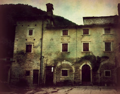 Homestead of Lessini mountains (vittorio.chiampan) Tags: italy country fineart art old