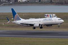 United Airlines Boeing 737-824(WL) (zfwaviation) Tags: kpdx pdx portland international airport oregon or parking garage airplane aircraft jet plane aviation airliner runways take off landing 10r 10l rain spotting d750 200500mm n76529 ua ual b737 737800 737