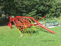 Side Delivery Hay Rake (Gerald (Wayne) Prout) Tags: sidedeliveryhayrake side delivery hay rake antique old historical elmershideout taylortownship blackrivermatheson northeasternontario ontario canada prout geraldwayneprout canon canonpowershotsx60hs powershot sx60 hs digital camera photographed photography farmimplement farm farming agricultural implement equipment machinery machine elmercook elmers hideout taylor township northeastern blackriver matheson northernontario northern