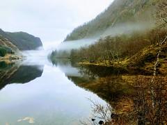 Stille, stille vann -|- Serenity lake (erlingsi) Tags: erlingsi iphone erlingsivertsen dis fog skodde tåke gaular sunnfjord norway dregebø dregebøvatnet reflection