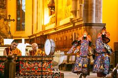 IMG_1586 (foretfantome) Tags: tibetan dance costume strasbourg tibet danse noir et blanc foret fantome guillermo gomez 5d mk 3 eglise church ethno bouddhisme