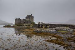 Highlander (andyrousephotography) Tags: scotland eileandonancastle castle islandcastle historic dornie tidalisland threesealochs lochduich lochlong lochalsh morning misty damp cloudless
