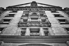 John Lennon forever (Mister Blur) Tags: dakota building new york city nyc december 8th 1980 john lennon anniversary blackandwhite bw blancoynegro noireetblanc monochrome architecture manhattan snapseed nikon d7100 35mm rubén rodrigo fotografía