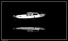 Juste L'essentiel..... (faurejm29) Tags: faurejm29 canon mer sea seascape nature sigma barque nb