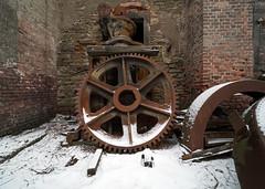 Das kleine Stahlwerk (2) (david_drei) Tags: rost zahnrad decay urbex lostplace lp rust steampunk schnee snow mega