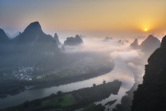 Sunrise Guilin China (EtienneR68) Tags: marque a7r3 a7riii sony pays chine china landscape arbre eau hills montagne mountain nature paysage guilin yangshou river riviere sunrise travel voyage tree water