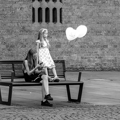 just married... (every pixel counts) Tags: 2018 cologne germany nrw kids balloon bench mobile everypixelcounts blackandwhite square smartphone city bw europa mobiledevice autumn girl waiting móvil celular cellularphone 11 eu day