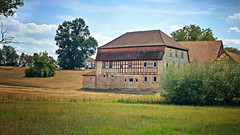 Bauernhof in Herbelsdorf in den Hassbergen (Maquarius) Tags: fachwerk haus bauernhof gutshof herbelsdorf pfarrweisach ebern unterfranken hassberge franken wiese weiden bäume