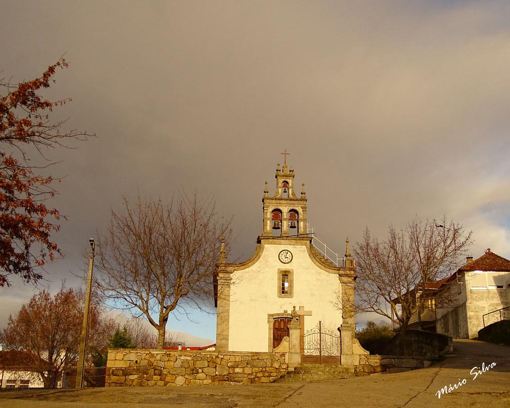 Águas Frias (Chaves) - ...a igreja matriz sobre um céu que não avizinha bom tempo ...