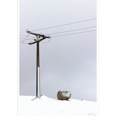 Hockender Stein (horstmall) Tags: donnstetten vulkanismus volcano caldera kaldera winter hiver schnee snow neige strommast powerline pole elektrizität electricity schwäbischealb jurasouabe swabianalps eis grace ice frost horstmall