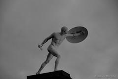 Borghesischer Fechter (Sockenhummel) Tags: weihnachtsmarkt weihnachtsmarktschloscharlottenburg skulptur schwarzweis blackwhite sculpture schloscharlottenburg mono borghesischer fechter fechterfigur borghesischerfechter