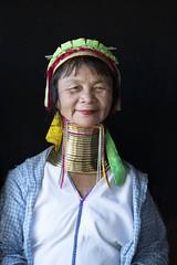 femme girafe (Patrick Doreau) Tags: portrait asiatique femme woman asian birman myanmar birmanie bagan beauté beauty burma collier girafe cou smile sourire padaung kayan