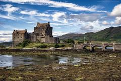 Eilean Donan Castle (Francisco José Lauriño García) Tags: castillo castle sony rx100 eileandonan eileandonancastle nubes cielo sky clouds agua water puente bridge edificio building escocia scotland scotlanda