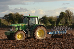 John Deere 6930 Tractor with a Lemken 5 Furrow Plough (Shane Casey CK25) Tags: john deere 6930 tractor with lemken 5 furrow plough jd green ballyhooly traktor traktori tracteur trekker trator ciągnik ploughing turn sod turnsod turningsod turning sow sowing set setting tillage till tilling plant planting crop crops cereal cereals county cork ireland irish farm farmer farming agri agriculture contractor field ground soil dirt earth dust work working horse power horsepower hp pull pulling machine machinery nikon d7200