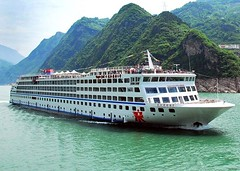 Spending your Christmas Eve or New Year's Eve on a Yangtze River cruise ship? A 4 nights cruise on Yangtze Gold 6 could be your choice. Departures Dates: 3 Nights downstream Chongqing to Yichang: Dec. 05, 12, 19, 26; 4 Nights upstream Yichang to Chongqing (yangtze-river-cruise) Tags: yangtzerivercruise threegorgescruise