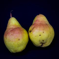 Pair (Eric.Ray) Tags: square pear pair fruit food 365 2018 project flickr nikon natural light closeup