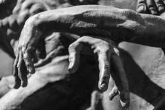 Hände (Hands) (der Sekretär) Tags: arm arme denkmal detail hand hände malta arms hands memorial monument lavalletta valletta