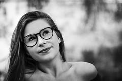 Kim (Lievinshoot) Tags: lunette portrait brune yeux sourire