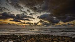 Alboreando entre las nubes (Fotgrafo-robby25) Tags: alicante amanecer costablanca marmediterráneo nubes rocas sol sonyilce7rm3