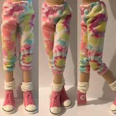 "Pastel Tie-Dye Leggings... For Blythe... • <a style=""font-size:0.8em;"" href=""http://www.flickr.com/photos/34492931@N07/45906238805/"" target=""_blank"">View on Flickr</a>"