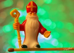 You do not get Sinterklaas out of balance. (Digifred.nl) Tags: macromondays balance digifred 2018 nederland netherlands pentaxk5 hmm macro macrophotography closeup balans sinterklaas lucifer match