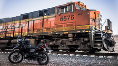 Twilight Train (fe2cruz) Tags: 28 2018 35mm adventure bnsf ca california december dualsport emount hermeshimalayan ilce jupiter12 ltm reh rider royalenfieldhimalayan russianlens socal sony southerncalifornia sporttouring train a7r alpha bike engine l31 mirrorless motorbike motorcycle motorrad α7r