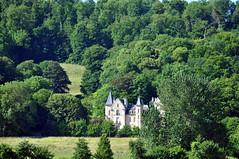 Half hidden (DameBoudicca) Tags: france frankreich frankrike francia フランス soissons green grön grün verde vert 緑 みどり château