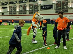 2018_T4T_Denver Broncos Play 60 Clinic 7 (TAPSOrg) Tags: taps tragedyassistanceprogramforsurvivors teams4taps denverbroncos englewood colorado nfl salutetoservice football play60 2018 military indoor horizontal kids children player candid mascot