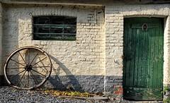 Rossignol (Eric@focus) Tags: ferme wheel horseshoe cartwheel farm stable écurie luxemburg green white dxonikfilters viveza colorefexpro enhanced shadow door cobweb feràcheval hoefijzer luck bonheur hufeisen glück