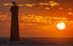 Coucher de soleil au Nividic (cedric.cain29) Tags: cedriccaïn ouessant îledouessant iroise bretagne finistère phare lighthouse pharedenividic nividic lumièresdouessant rochers paysages bzh pointedepern coucherdesoleil