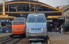 Plenty of custom for TGVs at Nimes. TGV-R 4329 prepares to depart with a Brussels-Perpignan service while on the left TGV-PSE 09 heads a Montpellier-Paris Gare de Lyon service. 29October1999. (mikul44171) Tags: tgvpse tgvr 4329 09 nimes gare station passengers customers punters headlights taillights october1999 tgvpse09