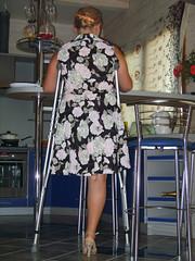 amp-1769 (vsmrn) Tags: amputee woman crutches onelegged
