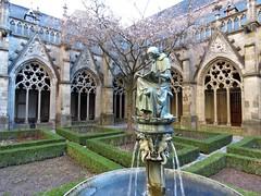 utrecht (gerben more) Tags: domkerk pandhof statue fountain arch architecture blossom utrecht netherlands nederland water