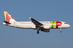 CS-TNG A320-214 Air Portugal (eigjb) Tags: london heathrow egll lhr airport jet transport airliner aircraft airplane plane spotting aviation airbus 2018 a320 air portugal cstng tap a320214