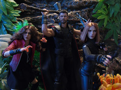 Avengers Fight! (Blondeactionman) Tags: hot toys thor black widow natasha wonda scarlett witch marvel onesixth 16 diorama playscale avengers