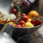 Metal Bowl Tomatos thumbnail