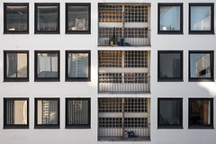 Eighteen Stories (ARTUS8) Tags: spiegelung flickr fenster linien fassade nikond800 nikon50mmf18 düsseldorf hinterhof backyard