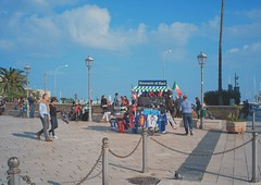 Bari, Puglia, 2018 (biotar58) Tags: bari puglia italia apulien italien apulia italy southernitaly southitaly streetphotography russar20mm56 russar