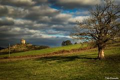 el palomar de Biedes (Toño Escandón) Tags: palomar biedes las regueras asturias spain toño escandon canon tamron cielo naturaleza nubes arboles verde vegetacion valles